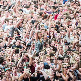 2013 Reading Festival main stage crowd by Marc Sethi